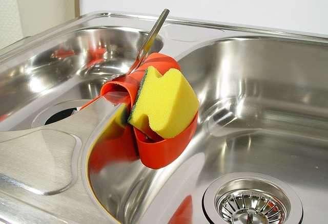 Kararan Lavabolarını İlk Günkü Parlaklığına Kavuşturacak Doğal Temizlik Yöntemleri