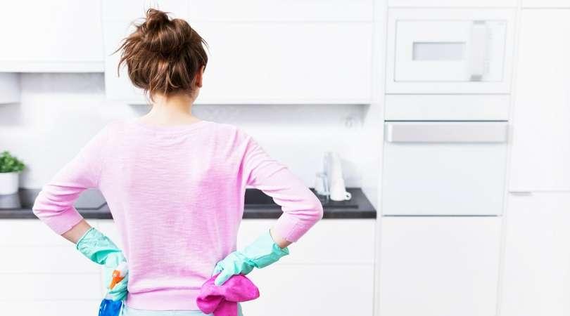 Mutfak Dolaplarında Oluşan Yağ Lekelerinden Bu Yöntemler İle Kurtulabilirsin
