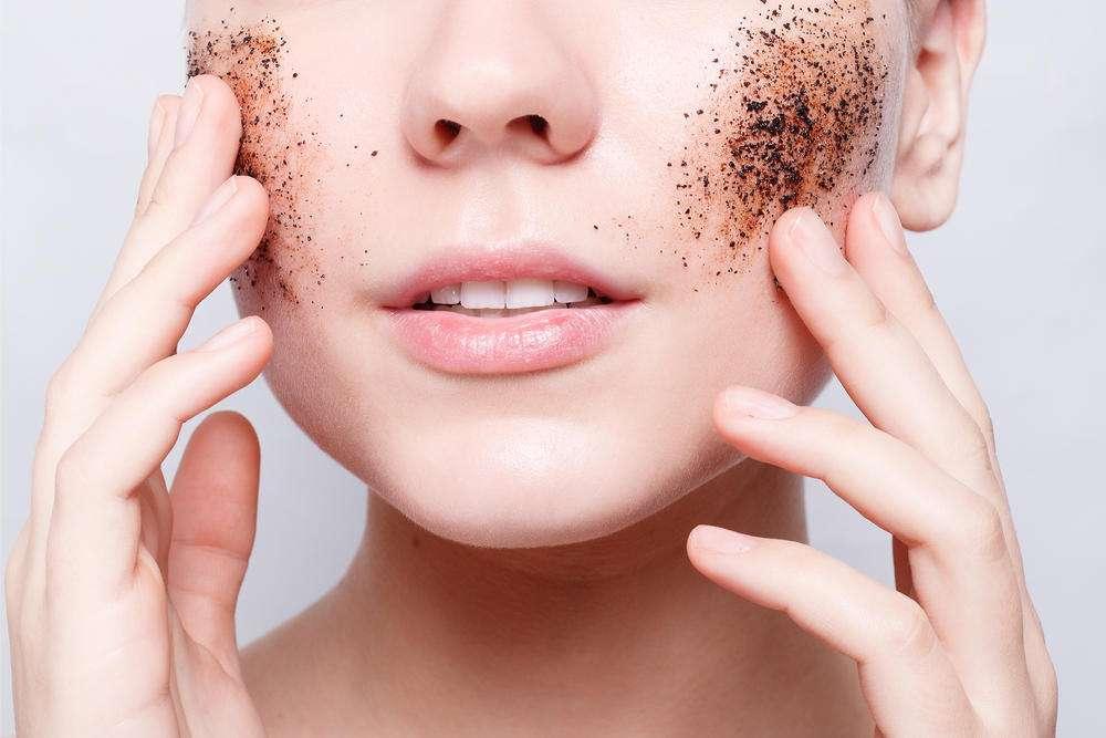 Скрабирование помогает очистить кожу